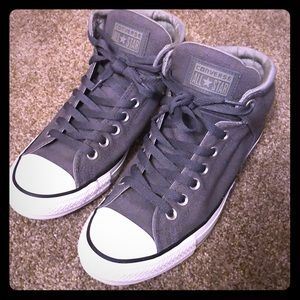 Men's size 8 Converse hightop high top grey shoes.